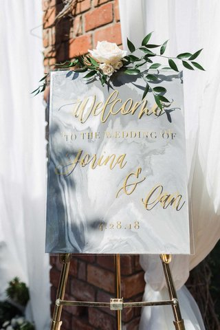 wedding-welcome-sign-grey-white-marble-with-gold-calligraphy-greenery-flower-gold-stand