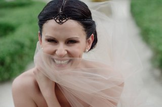 bride-in-ivory-veil-with-black-boho-headpiece