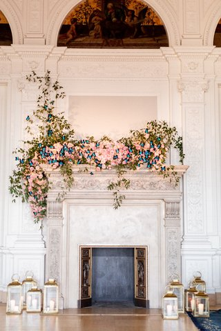 james-leary-flood-mansion-san-francisco-wedding-fireplace-mantle-with-blush-flowers-butterflies