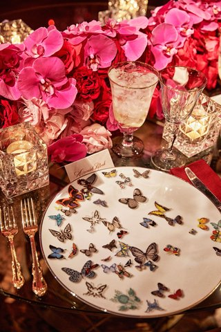 wedding-reception-place-setting-red-rose-fuchsia-orchid-butterfly-plate-christian-lacroix-candles
