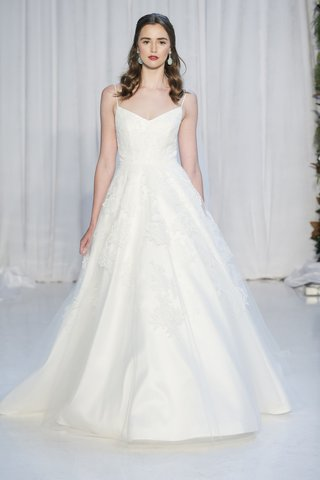 anne-barge-fall-2018-ballerina-bodice-of-appliqued-chantilly-and-alencon-laces-with-full-skirt