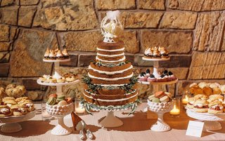 rustic-dessert-table-with-cake-and-cookies