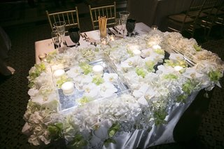wedding-sweetheart-table-with-square-containers-floating-candles-white-green-orchids