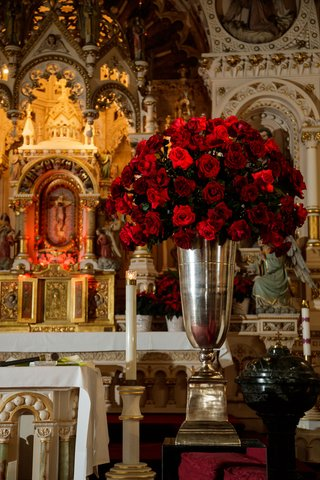 church-wedding-ceremony-traditional-red-rose-flowers-in-large-silver-urn-chicago