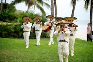 mexican-men-in-sombrero-hats-playing-music