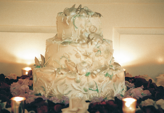 white-three-layer-cake-with-ocean-decor