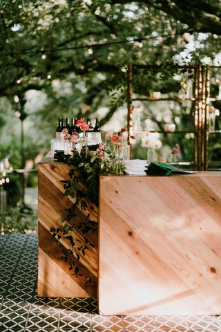 outdoor-wedding-pattern-floor-tile-wood-bar-greenery-custom-napkin-pink-ranunculus-flowers