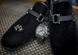formal-mens-velvet-slippers-for-tuxedos-cuff-links-watch