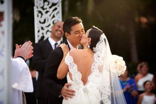 mario-lopez-and-courtney-mazza-kissing-at-wedding