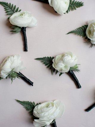 wedding-accessories-groom-groomsmen-ranunculus-white-flower-green-leaf-fern-boutonniere
