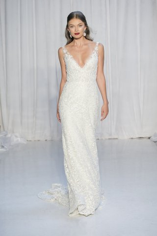 anne-barge-fall-2018-plunging-v-neck-column-gown-of-beaded-embroidery
