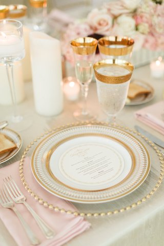 wedding-reception-gold-charger-plate-gold-china-circle-menu-card-gold-glassware-ice-water