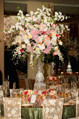 cut-crystal-centerpiece-stand-with-lush-pink-white-flowers
