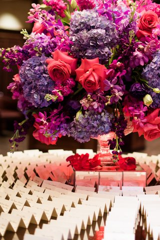 escort-card-table-floral-arrangement-with-pink-roses-violet-hydrangeas-and-fuchsia-blossoms