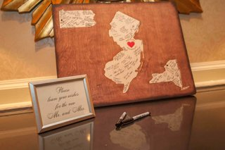 wedding-with-wood-board-and-shapes-of-new-york-pennsylvania-new-jersey-for-bride-and-groom