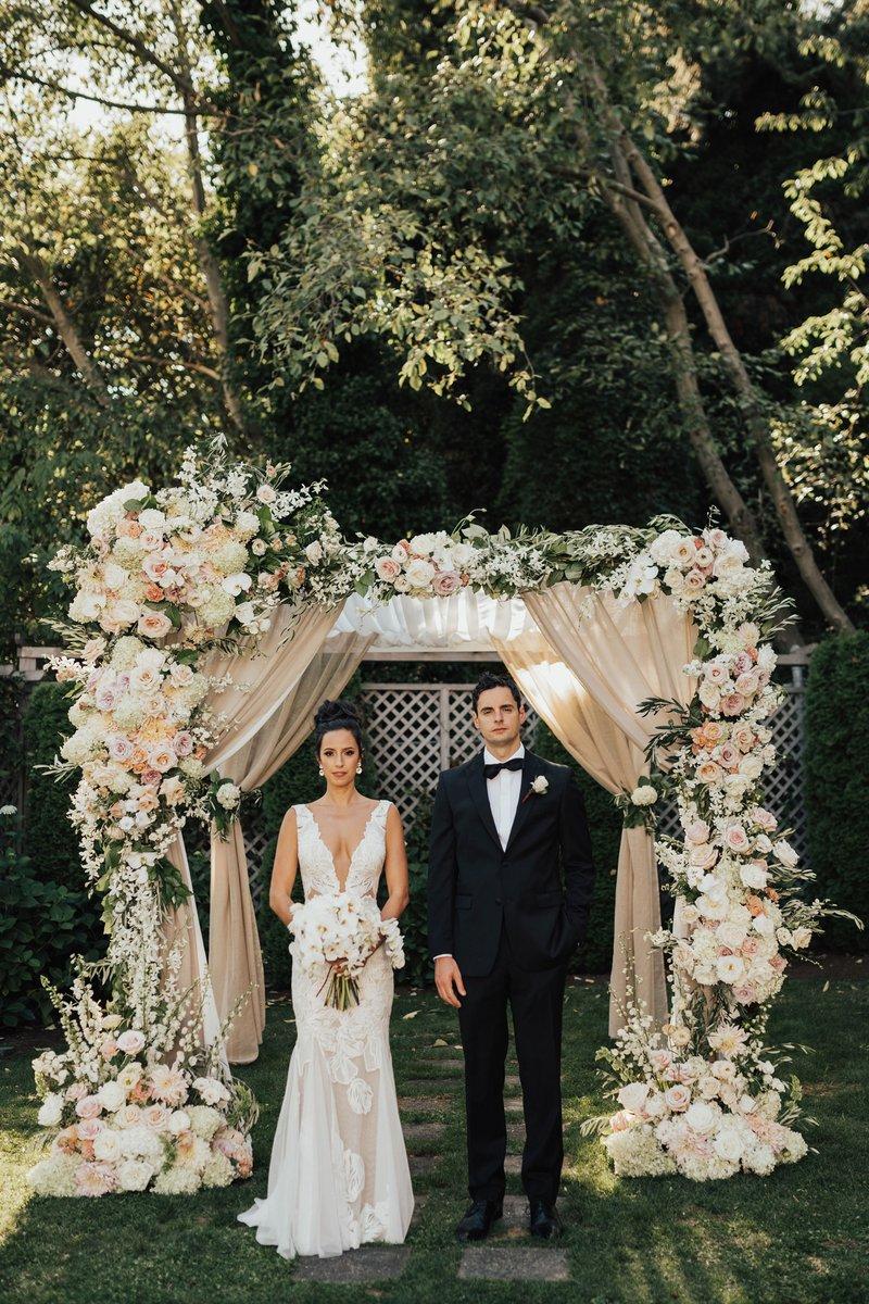 Bride & Groom at Outdoor Seattle Wedding