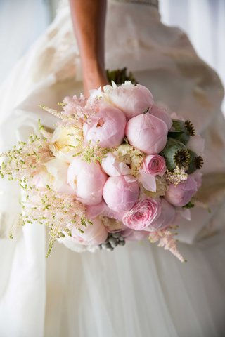 chudney-ross-wedding-bouquet-pink-peony-white-garden-rose-pink-ranunculus-flower-arrangement