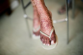 intricate-henna-tattoo-foot-bride-indian-tradition-manicured-toes-pedicure-beauty-designs