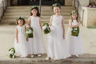 flower-girls-with-flower-crowns-and-moss-baskets