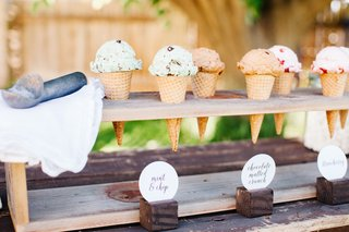 mint-chocolate-chip-ice-cream-in-waffle-cone-for-wedding-dessert