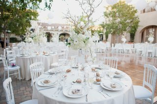 centerpieces-with-white-flowers-manzanita-branches-white-linens
