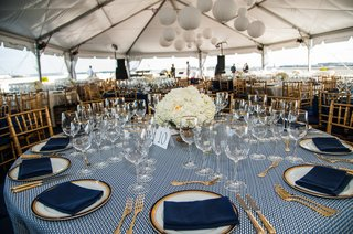 round-tables-with-gold-chairs-and-blue-napkins