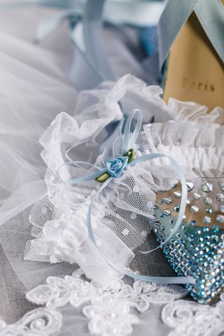 wedding-accessories-spike-and-rhinestone-high-heels-with-lace-garter-something-blue-ribbon