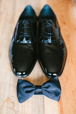 patent-leather-shoe-with-laces-and-black-bow-tie