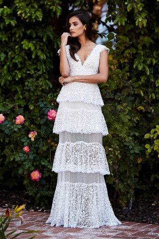 tadashi-shoji-fall-2018-cotton-lace-v-neck-gown-with-tiered-illusion-skirt