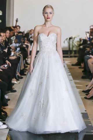 justin-alexander-spring-2018-beaded-sweetheart-bodice-ball-gown-cascading-english-net-skirt-wedding
