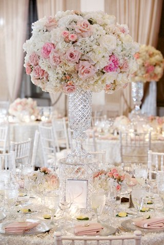 tall-wedding-centerpiece-round-table-with-pink-rose-white-rose-white-hydrangea-flowers