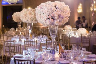 blush-and-ivory-rose-centerpieces-gold-chiavari-chairs-classic-wedding