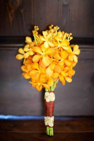 bridesmaidss-bouquet-of-golden-flowers