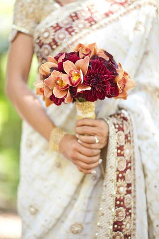 brides-bouquet-of-red-and-orange-flowers
