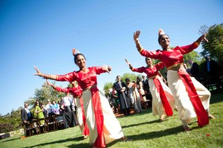 outdoor-wedding-with-sri-lankan-dancers