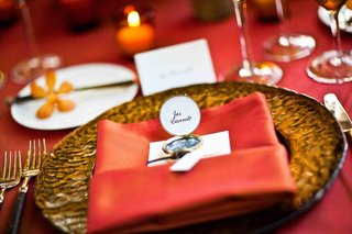 compass-used-as-seating-card-for-a-wedding-reception