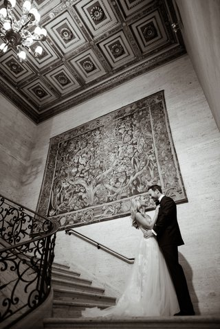 black-and-white-photo-of-bride-and-groom-in-chicago-at-the-standard-club-tapestry-ceiling-chandelier