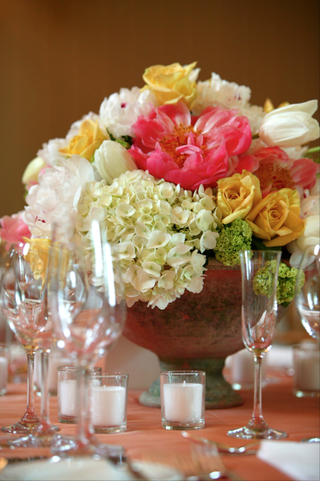 short-centerpieces-with-abundance-of-flowers