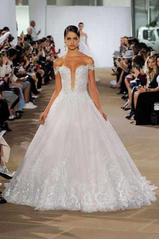 ines-di-santo-fall-2019-bridal-collection-wedding-dress-ligela-ball-gown-off-the-shoulder