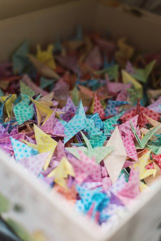 folded-japanese-origami-cranes-tradition-gift-japan-interracial-couple-father-by-hand-1000