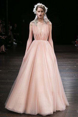 naeem-khan-fall-2018-peach-ball-gown-with-pleated-tulle-skirt