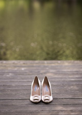 manolo-blahnik-champagne-bridal-heels-with-square-brooch-at-the-toe