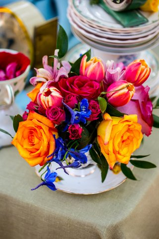 alice-in-wonderland-wedding-inspiration-orange-roses-sunset-tulips-blue-flowers