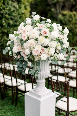 white-riser-white-urb-vase-blush-pink-and-white-rose-eucalyptus-outdoor-ceremony-decorations-flowers