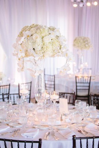 tall-glass-vases-floating-candle-holders-candle-centerpieces-white-wedding-decoration-ideas