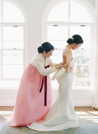 traditional-korean-wedding-attire-mother-of-bride-in-pink-hanbok-bride-in-bow-dress-strapless