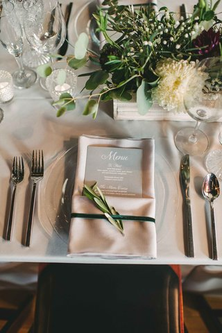ivory-place-setting-menu-greenery-details-calligraphy-maine-wedding-reception-gray-tablescape-napkin