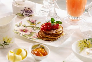 villeroy-boch-quinsai-garden-kitchenware-plates-and-cups-with-colorful-floral-detailing