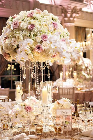 megan-wollover-and-tracy-morgan-wedding-reception-centerpiece-and-sequin-linens