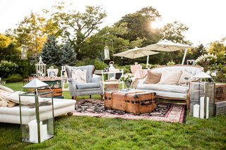 grass-lawn-wedding-ceremony-decor-ideas-shabby-chic-design-cocktail-hour